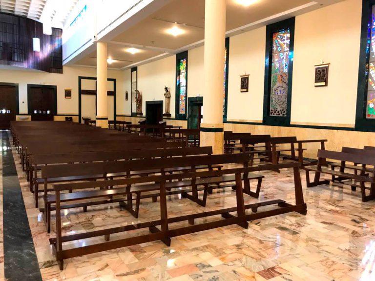 Campaña arreglo bancos del Templo y pintura puerta principal